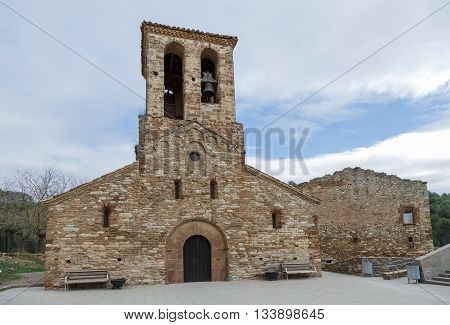 Sant Andreu de Castellnou is a Romanesque church in the municipality of Castellnou de Bages is an unfinished work the architectural Heritage Inventory of Catalonia. XI century