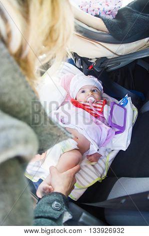 newborn lay car seat mom change diapers travel babies