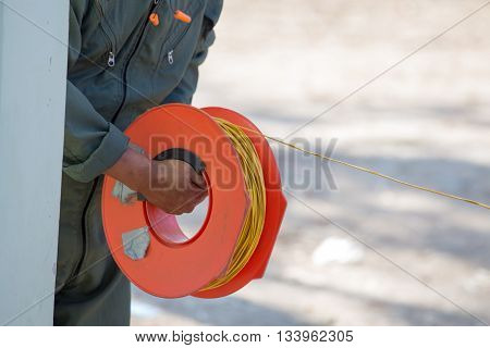 EOD'S hand pull power cable for bomb disposal