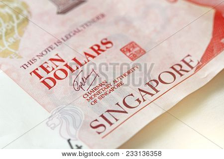 Ten Singapore Dollars With One Note. 10 Dollars