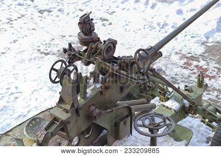 The Artillery Gun Destroys The Enemy With Shells, Fires From A Long Trunk, Is Used During Military C