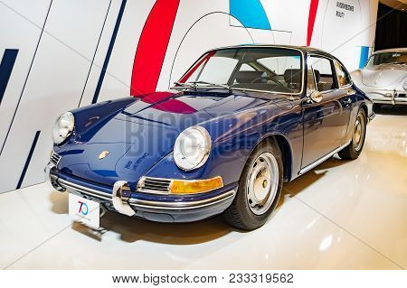 Toronto, Canada - 2018-02-19 : A 1964 Porsche 911 2.0 Coupe Displayed On The Porsche Ag Exposition O