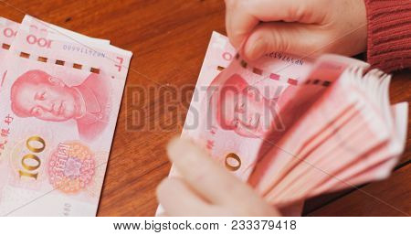 Counting the number of RMB by hand