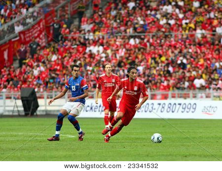 BUKIT JALIL - JULY 16 : Liverpool's Alberto Aquilani dribbles with the ball in this game against Malaysia at the National Stadium on July 16, 2011, Bukit Jalil, Malaysia. Liverpool won 6-3.