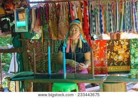 Mae Hong Son,thailand.december 31,2017. Karen Long Neck Villager Selling Local Good And Fabric At Th