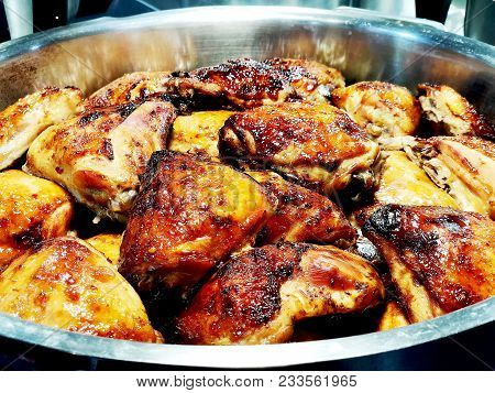 Cooked Fried Chicken Meat. Chicken Meat Lies In The Bowl.