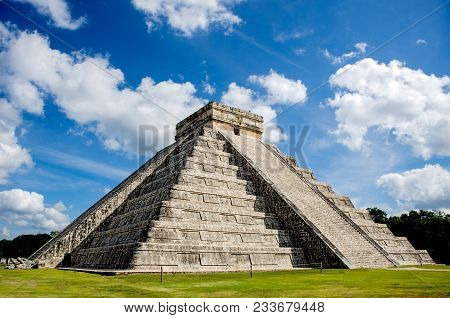 Chichen Itza, One Of The New Seven Wonder Of The World In Mexico: Kukulcan Castle