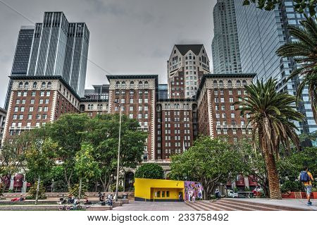 Los Angeles, Ca, Usa - October 27, 2016: People In Pershing Square With Millenium Biltmore Hotel On