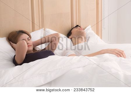 Snoring Of Husband Is Couse Of Wife Could Not Sleep.