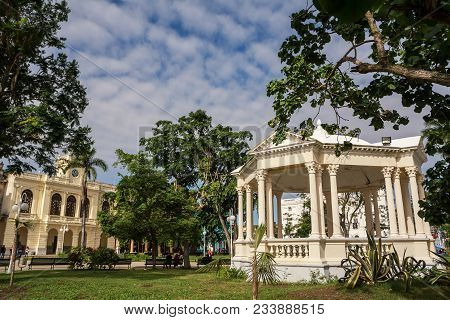 Santa Clara, Cuba -  December 10, 2017: Town Hall And Neoclassical Gazebo In The Park In Santa Clara