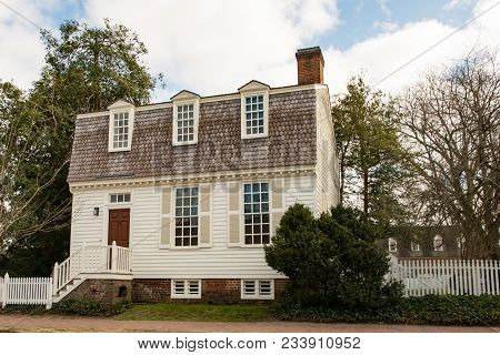 Williamsburg, Virginia - March 26, 2018: View Of Historic Houses And Buildings In Williamsburg Virgi