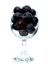 Black grapes in the wine glass