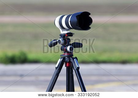 Professional Telephoto Lens For Dslr Camera On The Tripod, Close-up