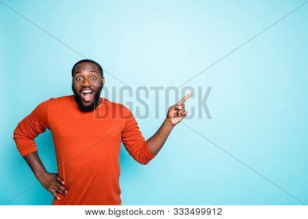 Photo Of Attractive Dark Skin Business Guy Toothy Smiling Indicating Finger To Empty Space Advising
