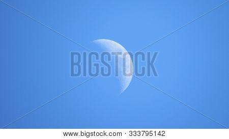 Detalhes De Como A Lua Também Fica Incrível Ao Dia