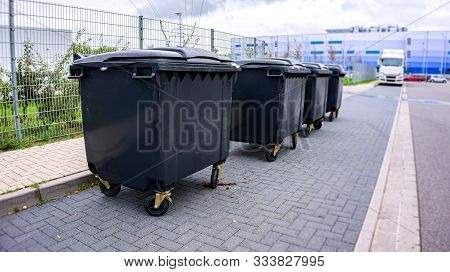 Garbage Containers . City Garbage Trash Cans Containers