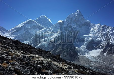 Everest trek, Mountain Everest and Nuptse seen from the way to Kala Patthar. Sagarmatha national park, Solukhumbu, Himalayas, Nepal