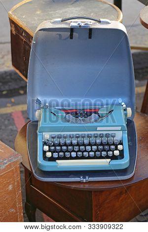 Portable Obsolete Vintage Blue Typewriter In Case