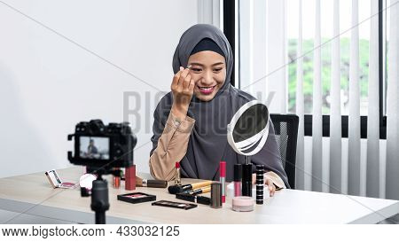 Asian Muslim Woman Beauty Blogger Tutorial Eyebrow Techniques And Making Videos To Review Cosmetic P