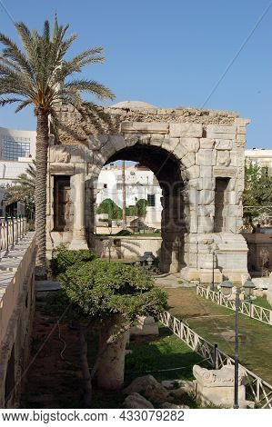 Ancient Roman Arch Of Marcus Aurelius In The Centre Of Tripoli, Libya.  The Triumphal Arch Was Erect