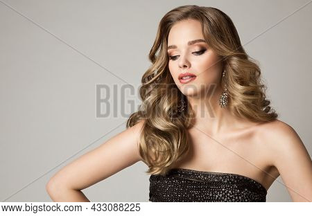Beauty Blond Model Girl With Shining Makeup And Hairstyle In Evening Dress. Young Fashion Woman With
