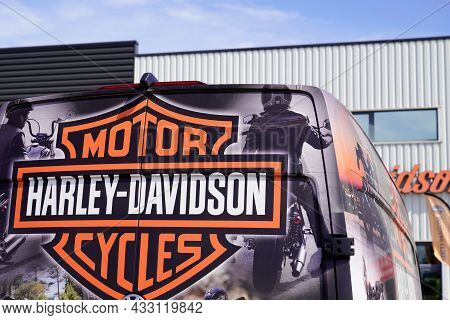 Bordeaux , Aquitaine  France - 09 10 2021 : Harley-davidson Logo Text And Motorcycle Sign Brand On D