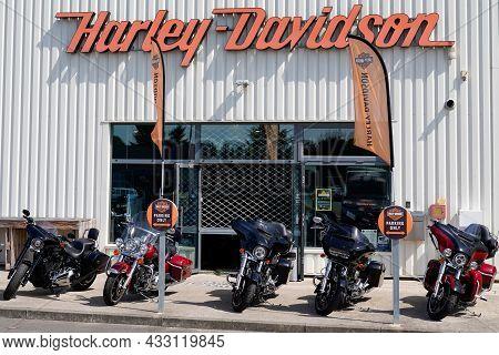 Bordeaux , Aquitaine  France - 09 10 2021 : Harley Davidson Store Logo Text On Facade Shop Dealer Si