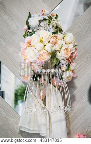 Floral Design Dress, Floral Fashion, Flower Dress. Flower Arrangement Delicate Delicate Pastel Peoni