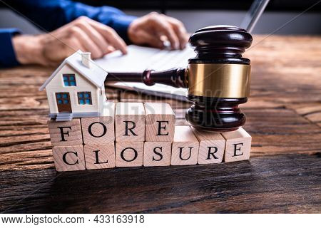 Foreclosure Lawyer Agreement. Mortgage And Bankruptcy. House Auction