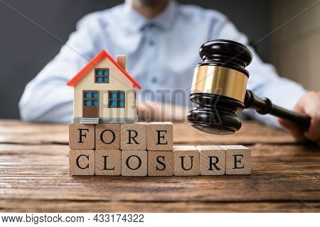House Foreclosure Mortgage Agreement In Court. Lawyer Or Attorney