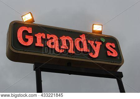 Tyler, Tx - November 12, 2018: Grandy's Restaurant Sign Located On Beckham St In Tyler, Tx