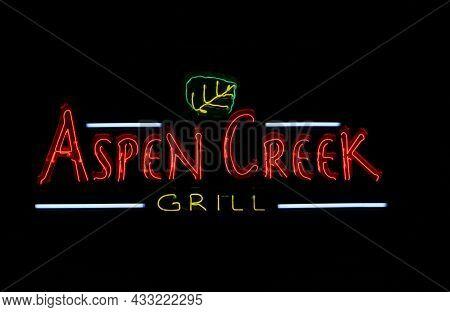 Tyler, Tx - November 20, 2018: Aspen Creek Grill Casual Dining Restaurant Located On Loop 323 In Tyl