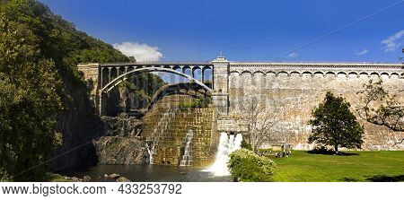 Cortlandt, Westchester County, New York, Usa - August 30, 2020: Wide Angle Of The New Croton Dam On