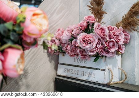 Floral Design, Floral Fashion, Florist Shop Interior. Flower Arrangement, Flower Shop Decoration, Bo