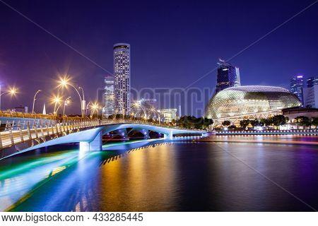 SINGAPORE, SINGAPORE - MARCH 2019: Esplanade bridge and esplanade theaters on the bay. Singapore