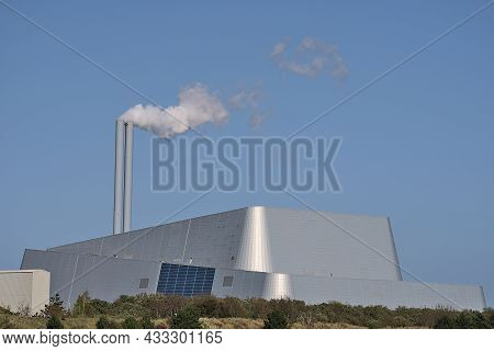 Beautiful Closeup Bright View Of Covanta Plant (dublin Waste To Energy) Against Clear Blue Sky Seen