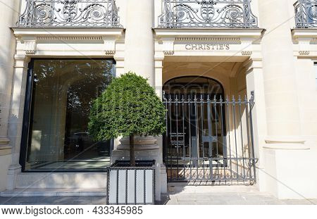 Paris, France-september 18 , 2021 : Christies Is One Of The Best Worldwide-known Auction Houses In P