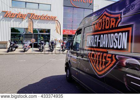 Bordeaux , Aquitaine  France - 09 10 2021 : Harley-davidson Brand Logo Harley Davidson Shop Dealer S