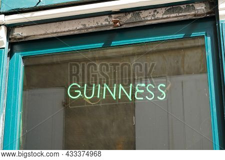 Bordeaux , Aquitaine  France - 09 10 2021 : Guinness Beer Sign Text And Brand Logo Front Of Windows