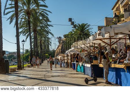 Palma De Mallorca, Spain; September 10 2021: Tourist Market Selling Handicrafts On The Promenade In