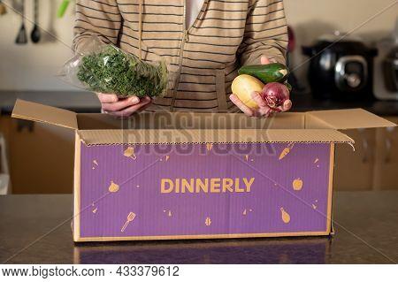 Sydney, Australia 2021-08-04 Dinnery Cardbord Box With Meal Kits Open On A Kitchen Counter. Australi