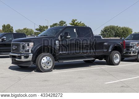 Kokomo - Circa September 2021: Ford F-450 Display At A Dealership. The Ford F450 Is Available Xlt Va