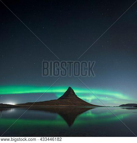 Kirkjufell Northern lights at night, Iceland