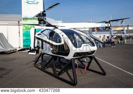 Workhorse Surefly Two-seat Hybrid Evtol Aircraft On Display At The Paris Air Show. France - June 22,