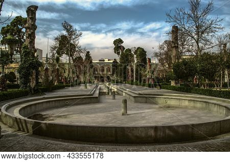 05,february,2021: A Circular Pool With An Elongated Ditch And 12 Fountains Alongside A Paved Concret