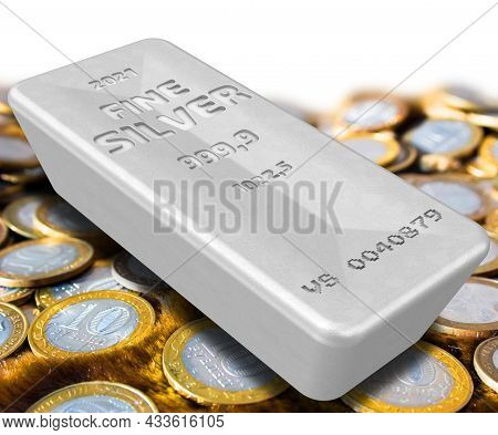 The Highest Standard Silver Bar Lies On The Coins. One Ingot Of 999.9 Fine Silver Lies On The Russia