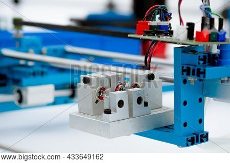 Assembling CNC Laser Cutting Machine for Precision Medical Equipment Parts