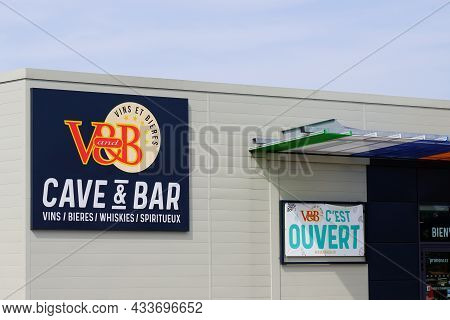 Bordeaux , Aquitaine  France - 09 10 2021 : Vandb Cave And Bar Sign Text With Letters Logo Brand Of