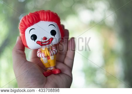Bangkok, Thailand - September 22, 2021 : Hand Holding A Funko Pop Icons Mcdonald's Ronald Mcdonald T