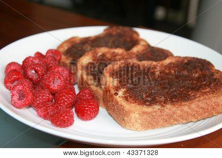 Cinnamon toast with raspberries